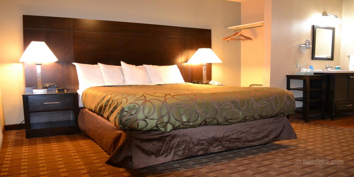Room 605 - Queen Standard
