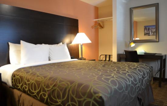 Queen Standard Room #606