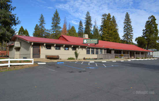 Buck Meadows Lodge - Free and ample parking available at Buck Meadows Lodge