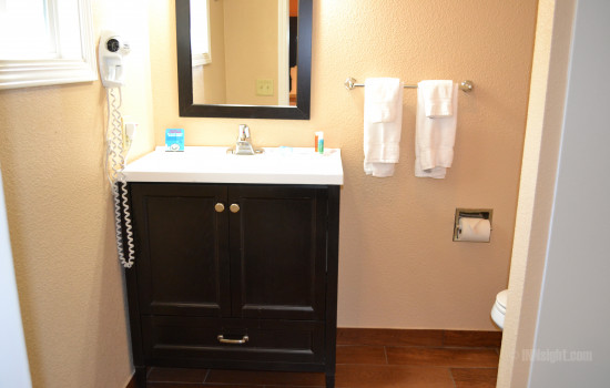 Full Bathroom Vanity in Room #610