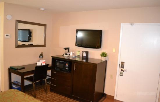 Flatscreen TV and Desk Area in Room #605