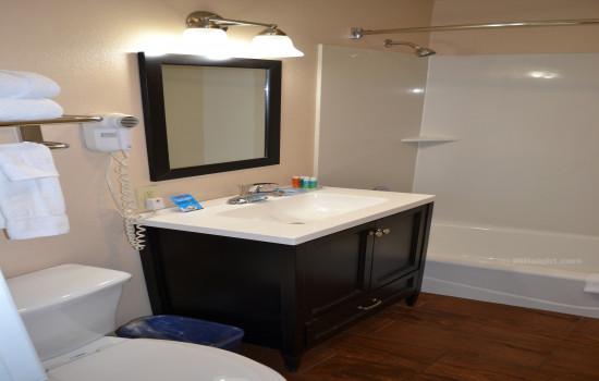 Full Bathroom in #611